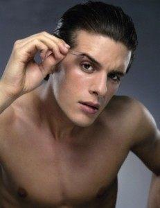 como depilar cejas hombrs