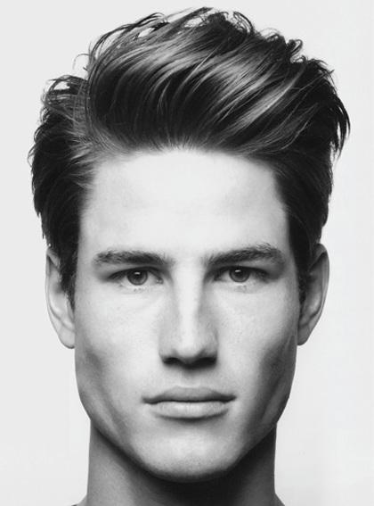 peinados-hombre-pelo-liso-con-tupe