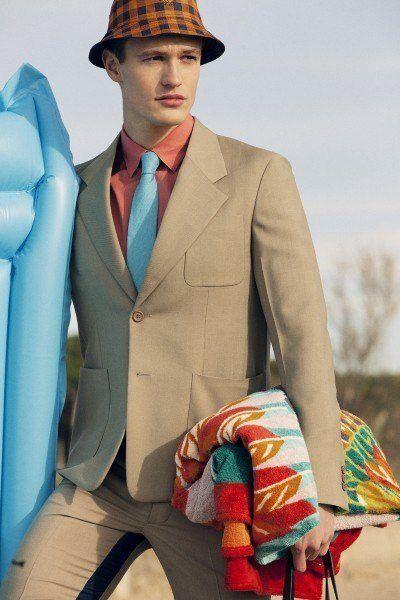 tendencias-trajes-hombre-primavera-verano-2013-prada-beis-bolsillos-plastrón