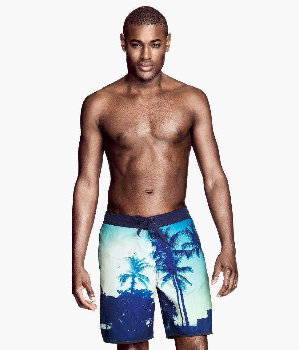 tendencias-banadores-para-hombre-primavera-verano-2014-bermudas-tropicales-h&m