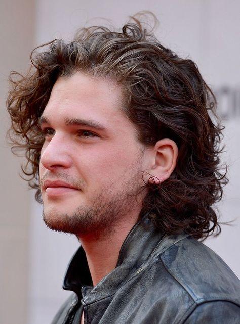 los-mejores-cortes-de-cabello-para-hombre-2015-pelo-largo-media-melena-rizada-de-kit-harington