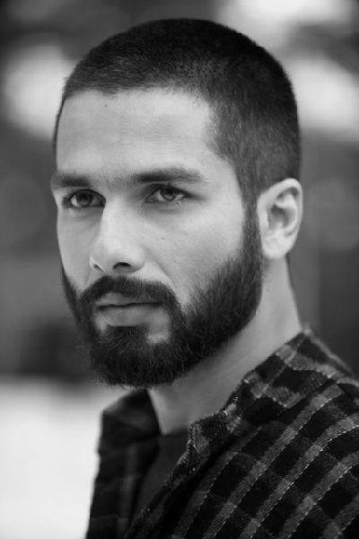 peinados-hombre-pelo-muy-corto-estilo-rapado-con-barba