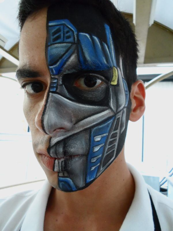 disfraz-transformer-halloween-maquillaje-media-cara