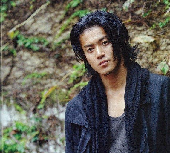 cortes-de-cabello-japoneses-y-coreanos-para-hombres-otono-invierno-2016-2017-cabello-largo