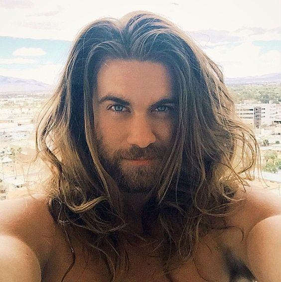 Los-mejores-cortes-de-cabello-hipster-hombre-Otoño-invierno 2016-2017-Pelo-largo-suelto-raya-en-medio