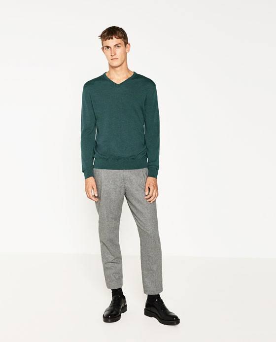 Moda-Hombre-Tendencias-en-ropa-para-hombre-otoño-invierno-2016-2017-jersey-cuello-pico