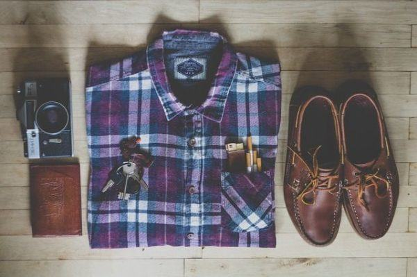 comprar-ropa-online-camisa-zapatos-camara-llave