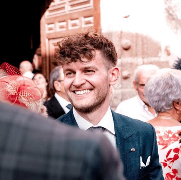 Los mejores cortes de cabello y peinados para una boda, comunión o bautizo 2021 undercut rizado