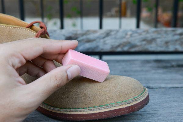 Trucos para limpiar los zapatos de ante