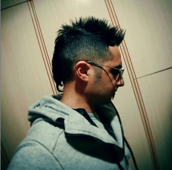 Los mejores peinados con cresta para hombre 2021 combinada con undercut