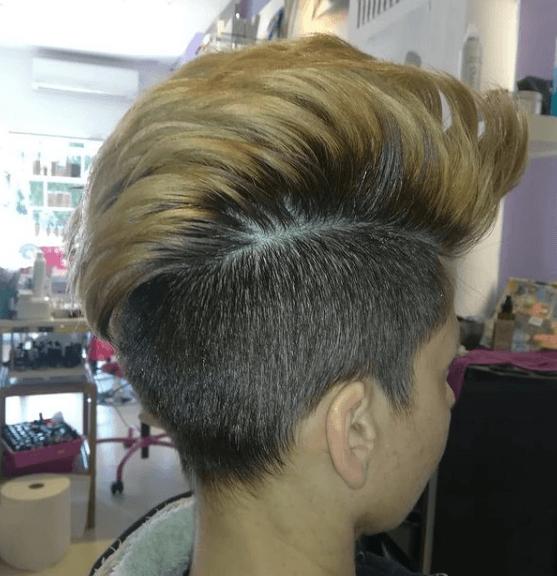 Los mejores peinados con cresta para hombre 2021 con tupé y teñida