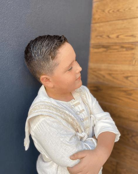 Peinados de Primera Comunión para niños 2021 undercut con tupé