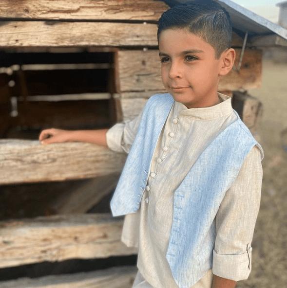 Peinados de Primera Comunión para niños 2021 undercut marcado