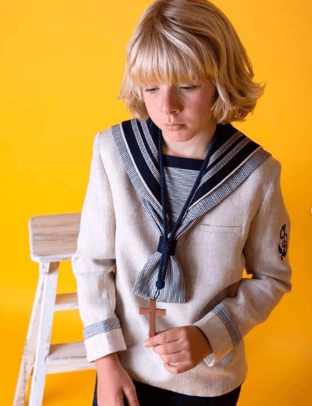 Peinados de Primera Comunión para niños 2021 media melena flequillo