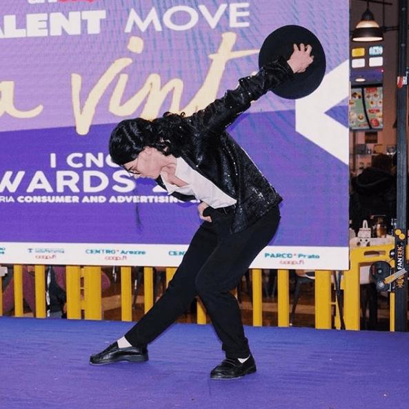 Disfraz Michael Jackson Carnaval 2021 postura sombrero