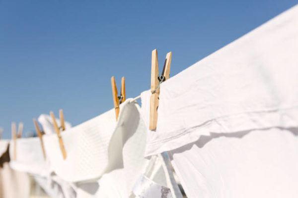 Los trucos para lavar ropa blanca y blanquearla
