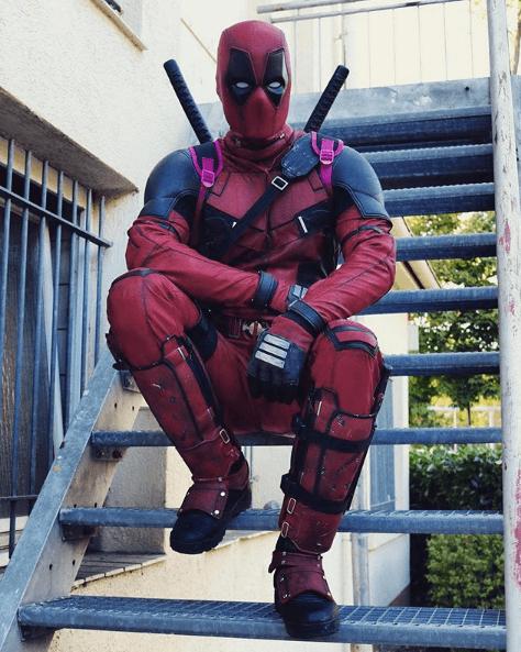 Disfraz Deadpool Halloween 2020 espadas