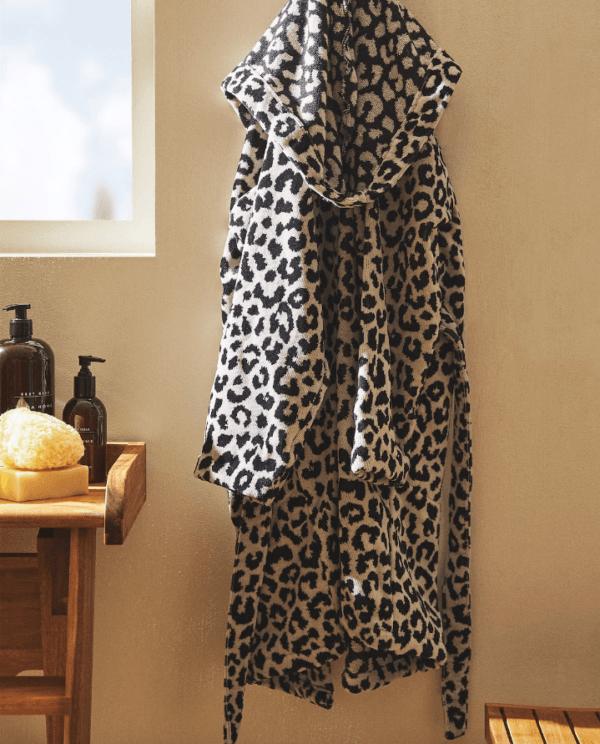 Batas del catálogo Zara para Hombre Otoño Invierno 2021 albornoz algodón leopardo