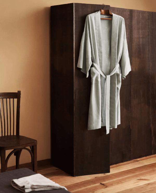 Batas del catálogo Zara para Hombre Otoño Invierno 2021 kimono jacquard
