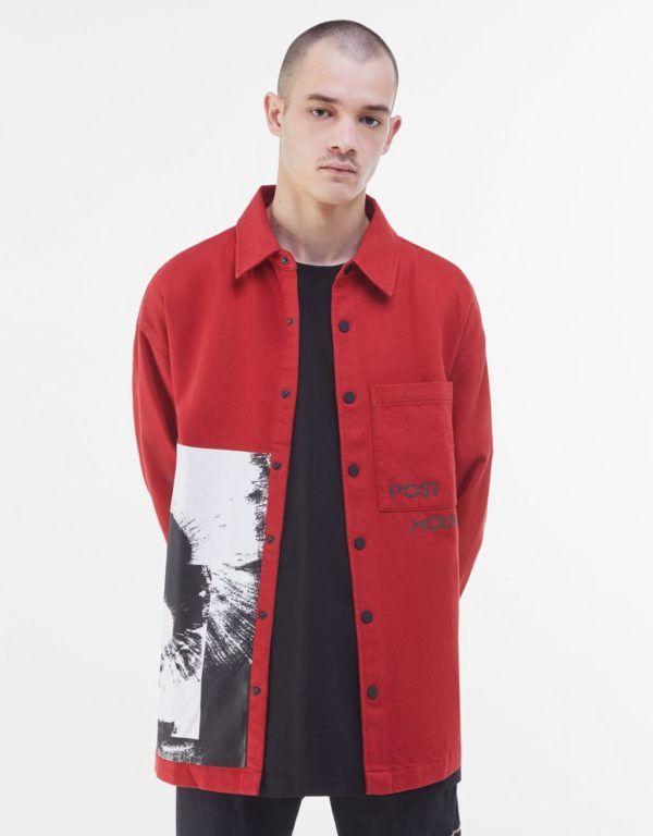 Catálogo Bershka hombre Otoño Invierno 2020 2021 sobrecamisa print roja