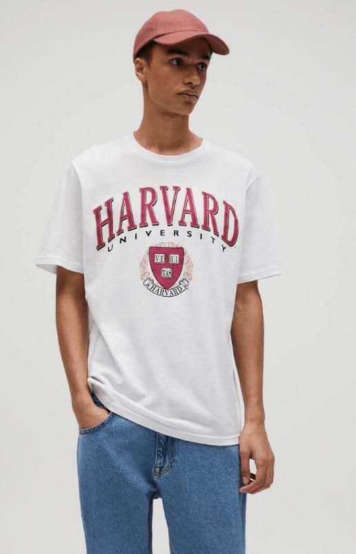 Catálogo Pull & Bear | Tendencias Moda Hombre Otoño Invierno 2020 2021 camiseta Harvard University