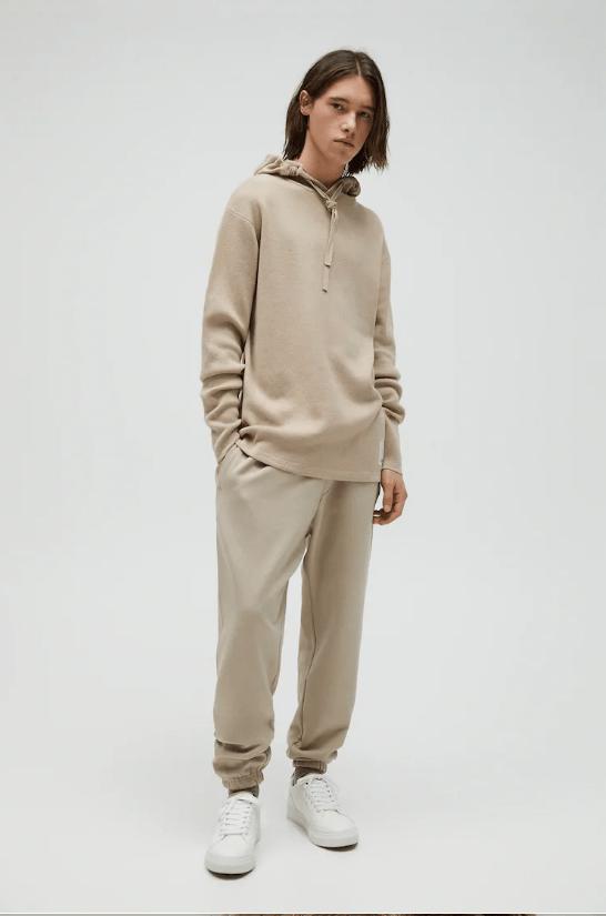 Catálogo Pull & Bear | Tendencias Moda Hombre Otoño Invierno 2020 2021 jersey capucha logo bordado