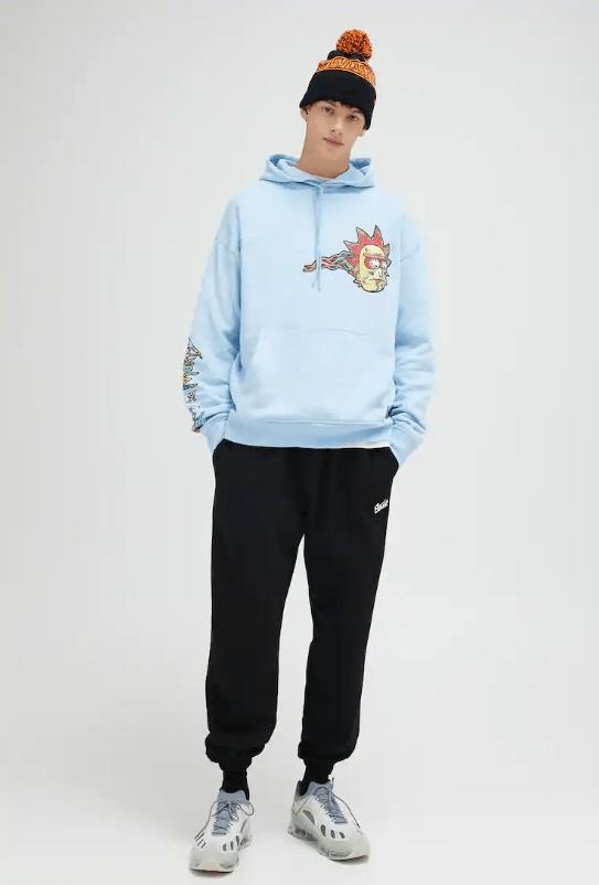 Catálogo Pull & Bear | Tendencias Moda Hombre Otoño Invierno 2020 2021 sudadera capucha Rick y Morty