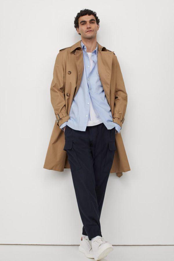 Catálogo H&M Otoño Invierno 2021 gabardina sarga