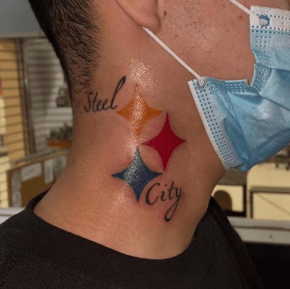Tatuajes pequeños para cuello hombre 2021 color Steel City