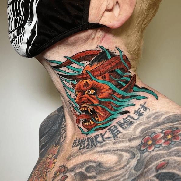 Tatuajes pequeños para cuello hombre 2021 color diablo