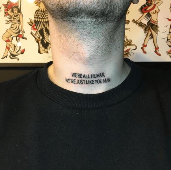 Tatuajes pequeños para cuello hombre 2021 frase All men