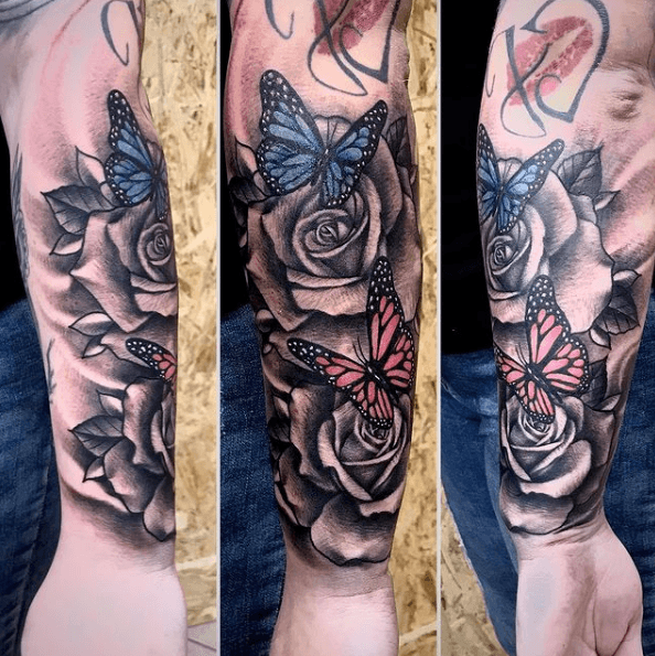 Tatuajes de rosas para hombres 2021 brazo completo y a color con mariposas