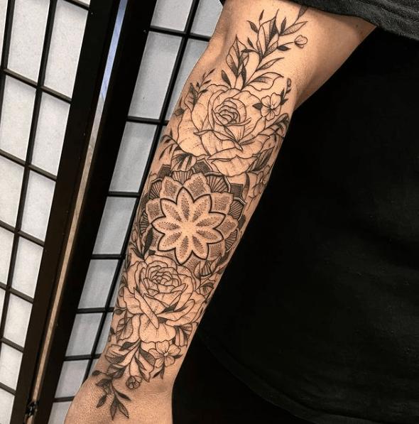 Tatuajes de rosas para hombres 2021 brazo completo de rosas