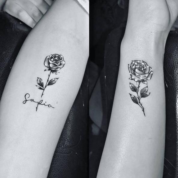 Tatuajes de rosas para hombres 2021 pareja de rosas