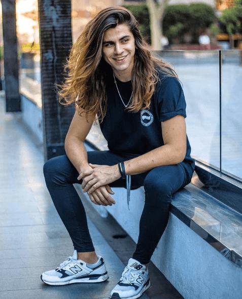 Propiedades del aceite de coco para el pelo: ¿qué efectos tiene? Skater pelo largo