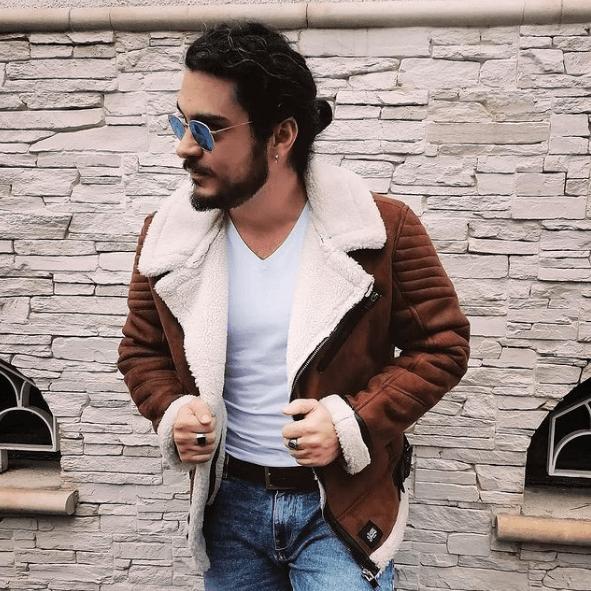 Los mejores peinados de media melena para hombre 2021 coleta torero