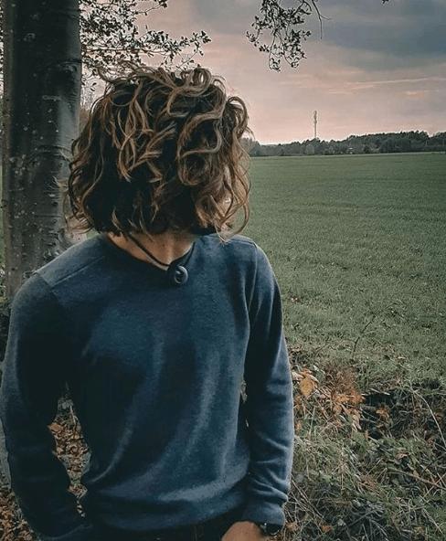 Los mejores peinados de media melena para hombre 2021 ondulado y recto