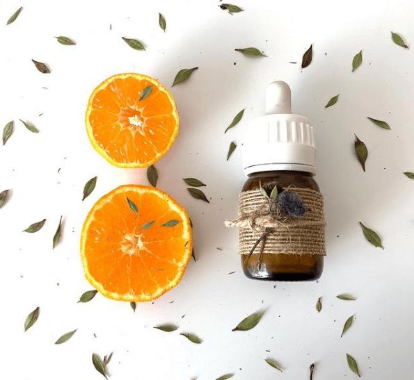 ¿Qué es un Serum facial? Cómo se aplica y cuáles son los mejores naranja
