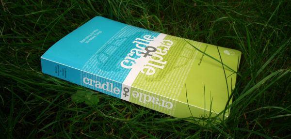 ¿Qué es el upcycling? Las diferencias con el recycling y cómo se usa en la moda masculina libro Cradle to Cradle