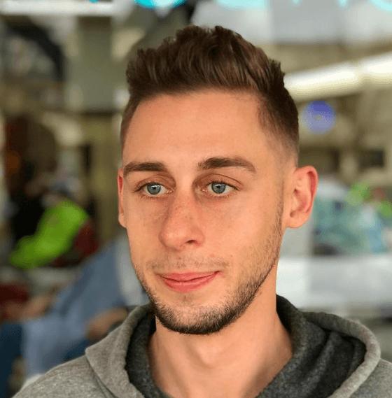 Peinados y cortes de Pelo para hombres con poco pelo y con entradas low fade