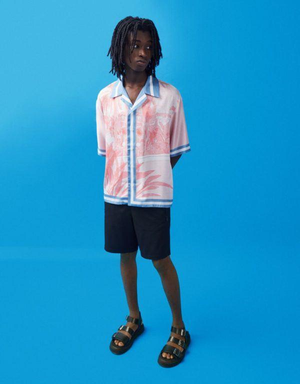 Catálogo Bershka hombre Verano 2021 camisa corta satinada