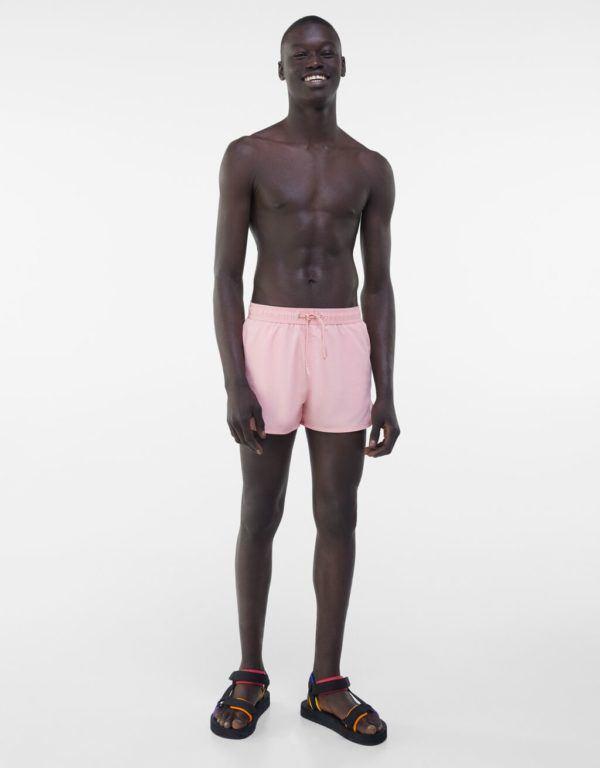 Catálogo Bershka hombre Verano 2021 bañador rosa