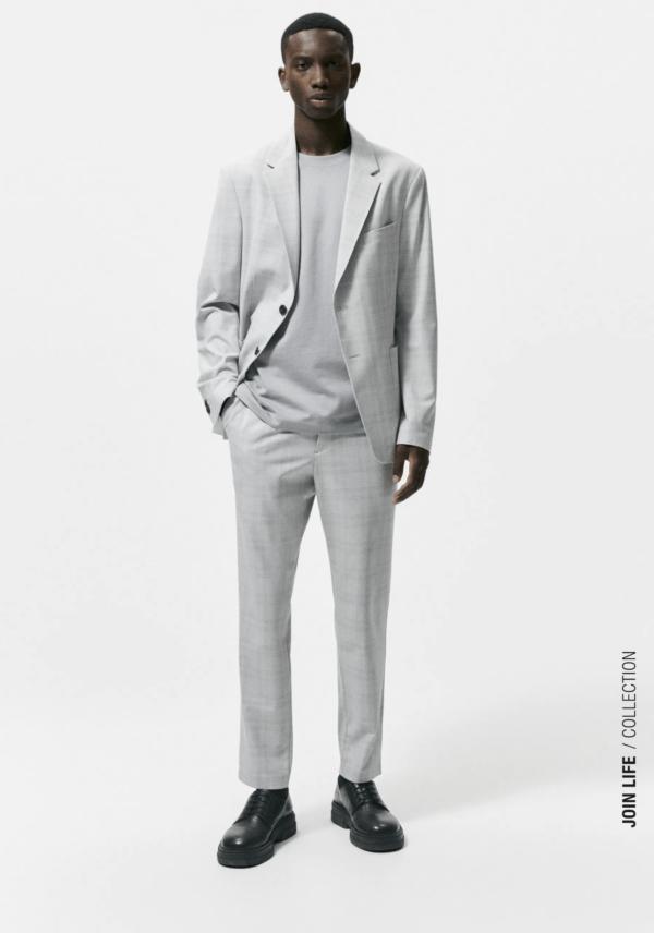 Cómo combinar bien los colores de la ropa de hombre en Otoño Invierno 2021 2022 americana gris