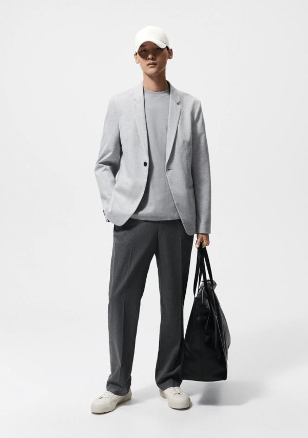 Cómo combinar bien los colores de la ropa de hombre en Otoño Invierno 2021 2022 americana gris perla