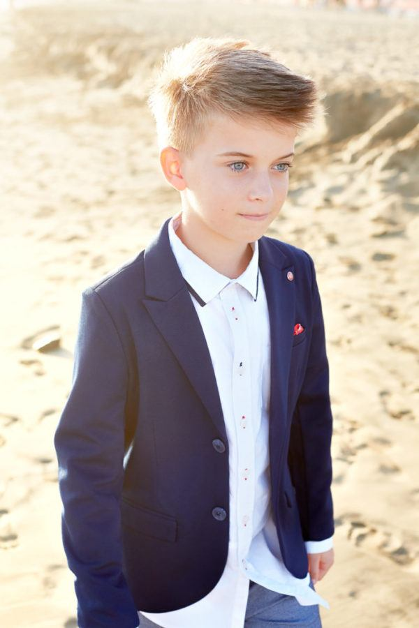 Peinados comunion niño estilo moderno hacia delante