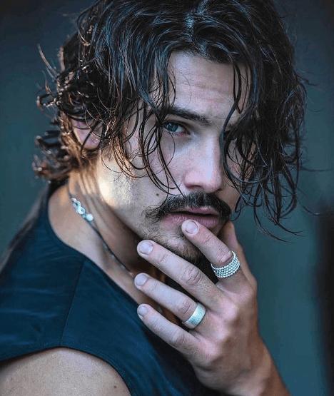 Cortes de pelo largo 2022 para hombres efecto mojado