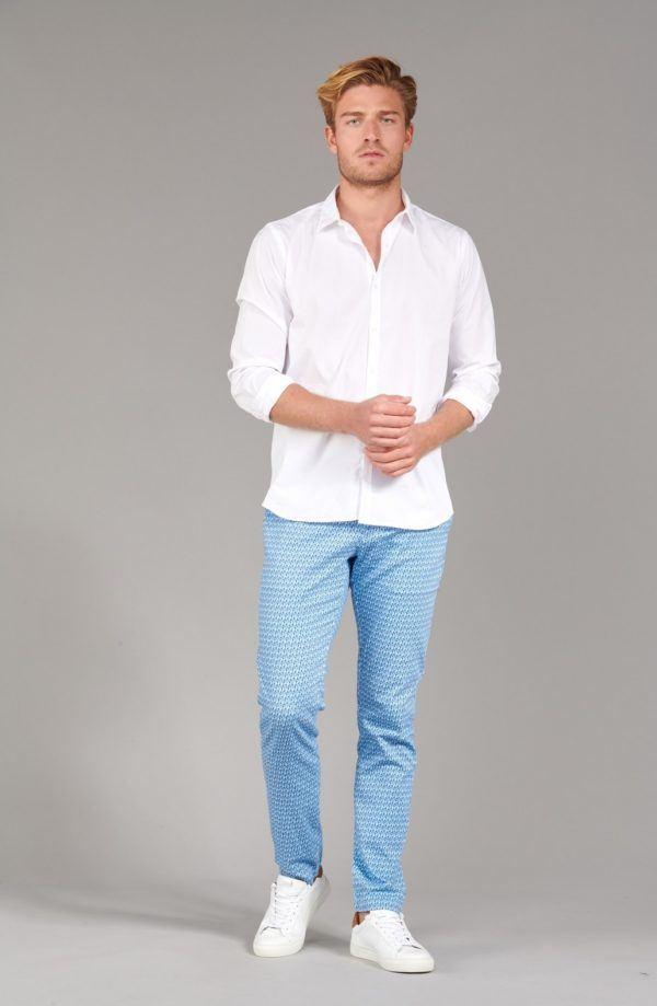 Como vestir elegantemente en verano camisa blanca gasa
