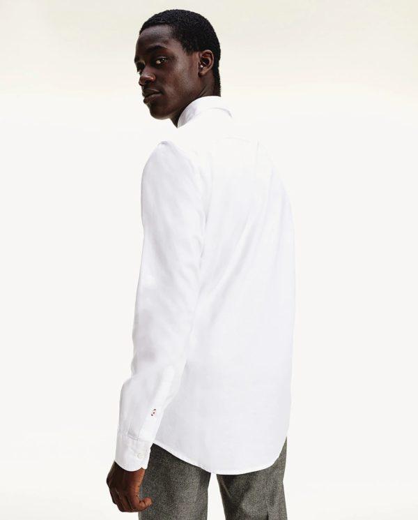 Como vestir elegantemente en verano camisa blanca pinzas tommy hilfiger