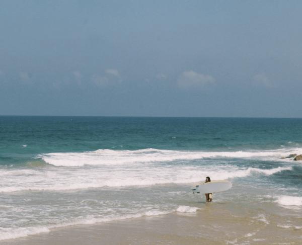 ¿Cuáles son los accesorios necesarios para hacer surf? Playa