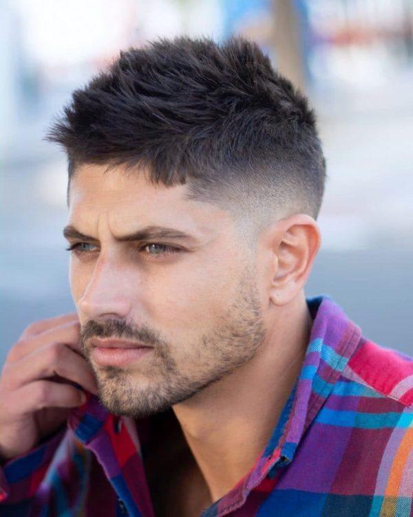 Las fotos de los cortes de pelo de hombres estilo texturizado subido